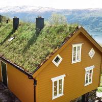 Three-Bedroom Holiday home in Nordfjordeid 3