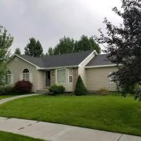 Charming 5 bed 3 bth home, large yard