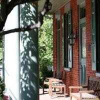 Bird-in-Hand Village Inn & Suites