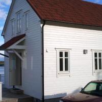 Four-Bedroom Holiday home in Gurskøy 3