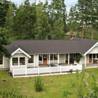Three-Bedroom Holiday home in Köpingsvik 1