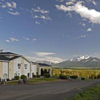 Eagle's View Inn & Suites