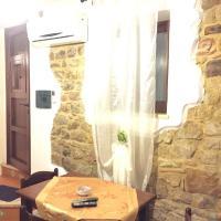 Ypsigro House