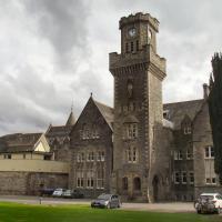 Old School Apartment Highland Club