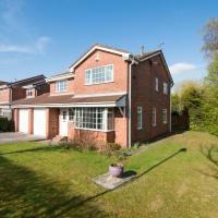 Castle Green 4 Bedroom House with Garden