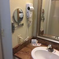 Comfort Suites Seven Mile Beach and Resort