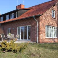 Einfach-schoen-Landhaus-Helga-Kaminstimmung-Natur-pur-direkt-am-Settiner-See