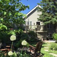 2 Moon Cottage