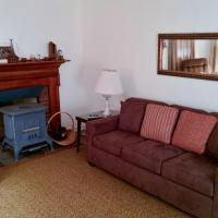 Lakefront House in Natural Setting, Near Town Beaches and North Fork Wineries