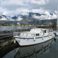 La Colombe Holiday Boat