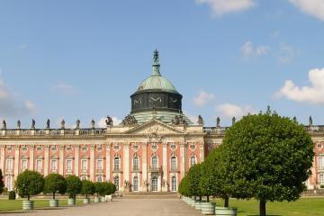 Potsdam: Car rentals in 1 pickup location