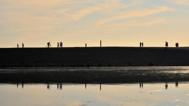 Encuentra el mejor lugar para pasear por la costa en Milford on Sea
