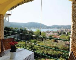 Two-Bedroom Holiday home with Sea View in Vinisce