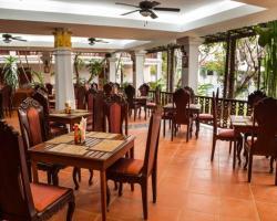 Chitchareune Moungluang Hotel
