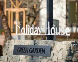 Holiday House Green Garden