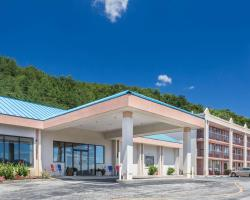 Howard Johnson Hotel & Conference Center by Wyndham Salem