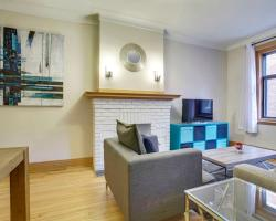 Three-Bedroom on Rue Sherbrooke Ouest Apt 10