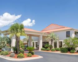 Days Inn & Suites by Wyndham Navarre Conference Center