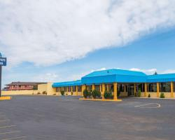 Days Inn & Suites by Wyndham Clovis