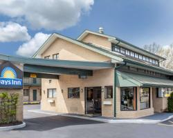 Days Inn by Wyndham Woodbury Long Island