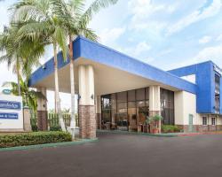 Travelodge Inn & Suites by Wyndham Anaheim on Disneyland Dr