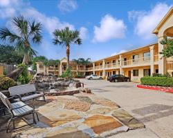 Super 8 by Wyndham Houston Hobby Airport South