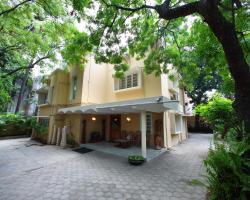 Hanu Reddy Residences Wallace Garden