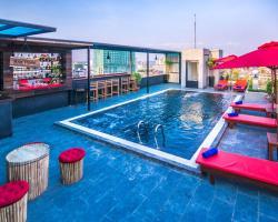 Diamond Palace Resort & Sky Bar