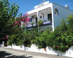 Rosmari Hotel