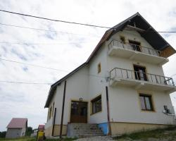 Ina Guesthouse