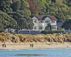 Beachfront Wellington Bed and Breakfast
