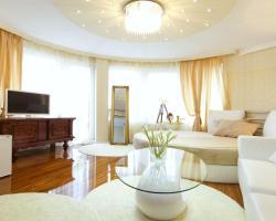 Penthouse Suites Apartments