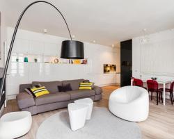 Squarebreak - Beaux-Arts Apartment