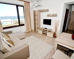 Summerland Sea-View Apartment