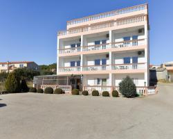 Comfortable apartments Ljubica near the sea