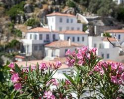 Hydra Guest Houses