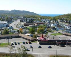 Circle Route Motel - Voyageur Esso