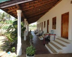 Yoho Hotel Arugambay Beach Inn