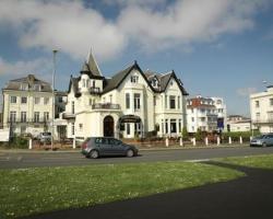 Villa Esplanade SeaView Apartments & Hotel Rooms