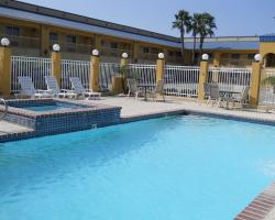 Windwater Inn & Suites