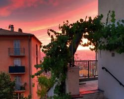 Rare! Terrace with Sea View Apartment, Vieux Nice