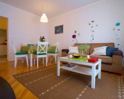 Luxe 3BR Apartment Split