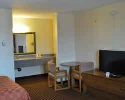 Scottish Inn & Suites - Eau Claire
