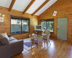 Cabin 11 @ Kangaroo Valley Resort & Golf