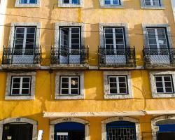 LOCALS Hostel & Suites