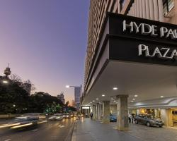 Oaks Hyde Park Plaza