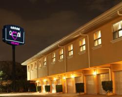 Omni Auto Hotel