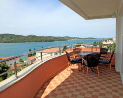 Apartments Hari Tisno