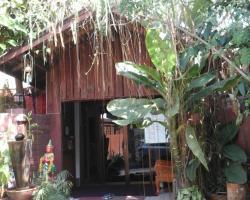 Baan Puangmalai Lady Guesthouse