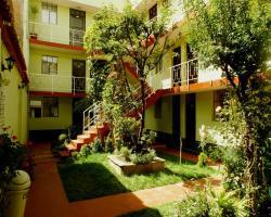 El Manzano Guest House